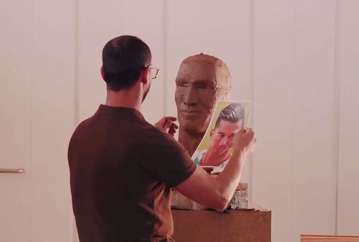 不敢讓兒子知道!C羅銅像作家「嘔心瀝血之作被笑翻」很心碎,決定「再做一尊C羅2.0」一雪前恥!(9張)