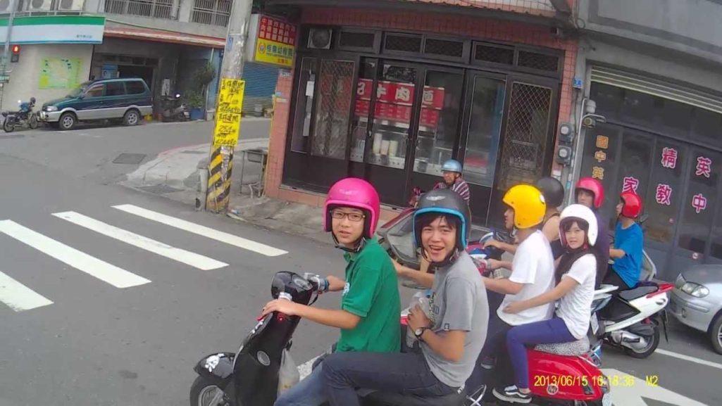 一眼就認出!台灣「屁孩騎車9大常見特徵」,一定騎Many、勁戰或大B...網:還會放一台藍牙喇叭