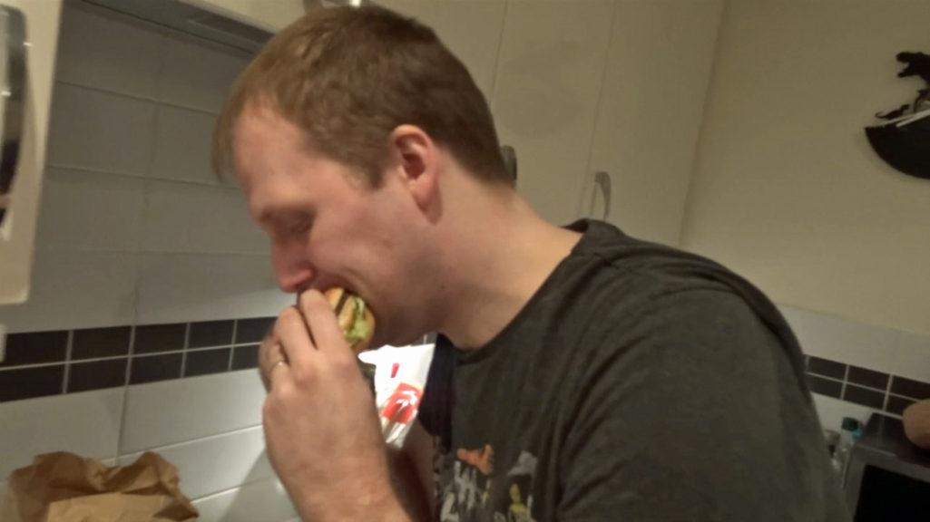 男子挑戰「連續1周只吃麥當勞」身體發生奇妙變化...量體重竟完全沒變胖反而瘦了!