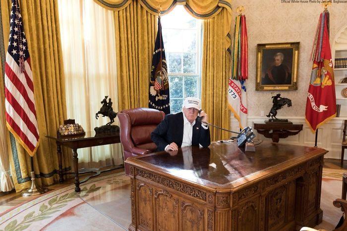 政治人物為何都「一臉很忙的樣子」?網友公開「讓總統看起很忙」拍攝秘笈,「高級版」演技需求很高!