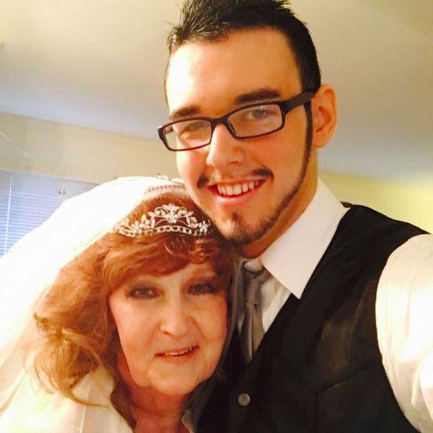 愛上72歲阿嬤「絕對不是因為錢」!因為光是提到「他們第一次床戰」19歲小鮮肉立刻靦腆笑:她真的超棒der~