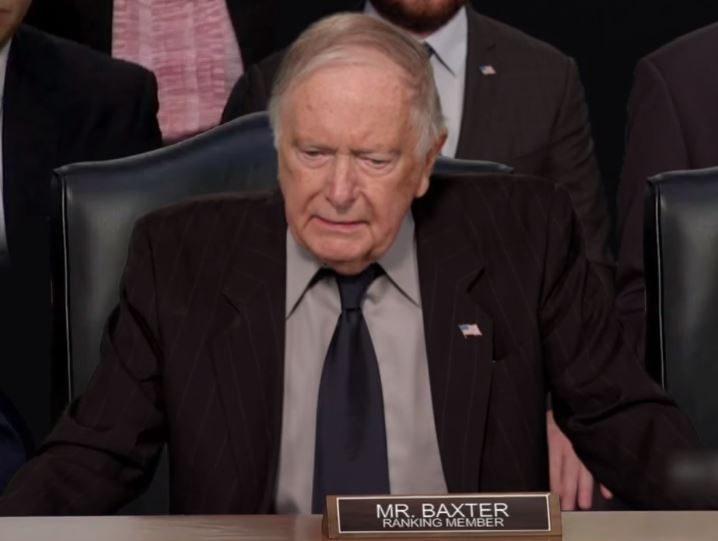 議員問題太智障 害「機器人」祖克柏笑到總算顯現人性
