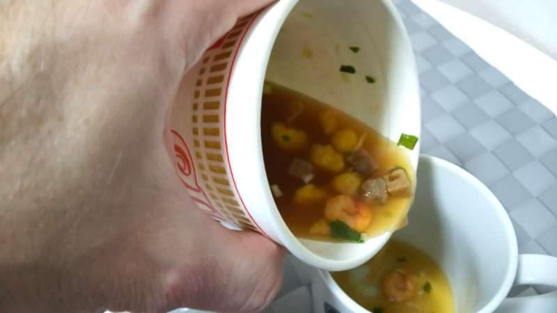 泡麵湯別倒!網友秘傳「2分鐘微波術」 雜碎湯秒變美味茶碗蒸