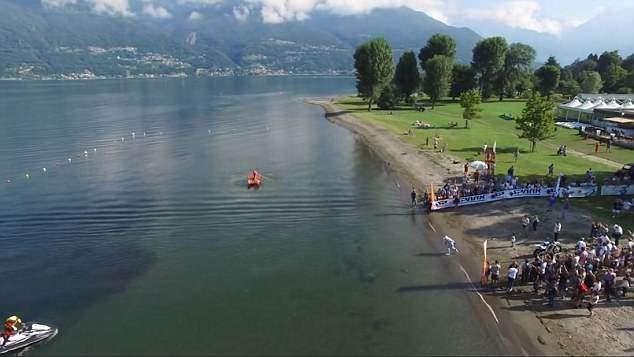 他騎機車「在水面上狂飆」 只花5分鐘橫越湖泊創世界紀錄!