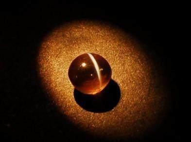 盜墓界行規大公開!盜墓者偷玉拿黃金很平常,但一看到「如眼睛的石頭」寧可不碰...內行人:拿了祂會跟回家!