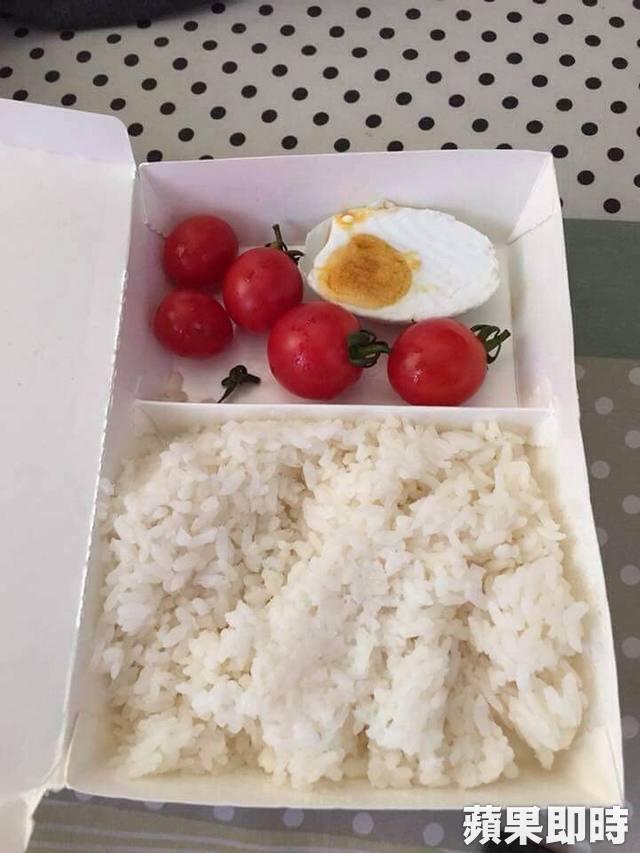 上市公司外勞早餐「5顆番茄配半顆鹹鴨蛋」,35元菜色「改善前 VS. 改善後」勞工局也傻眼