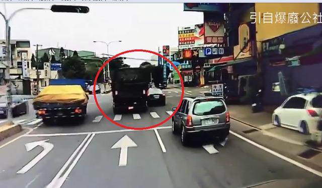 軍用卡車「橫刮瑪莎拉蒂」 嫩兵下車一看崩潰「比關緊閉還想哭」