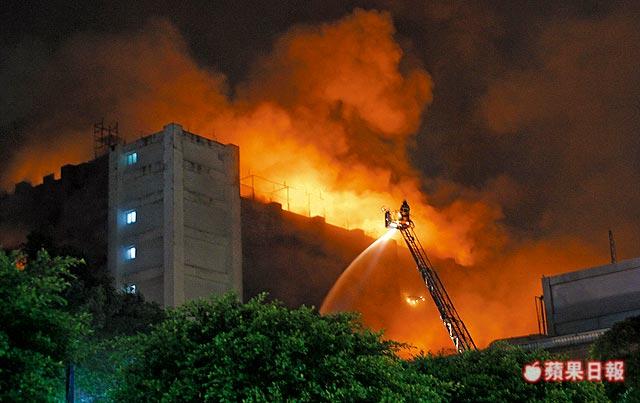 敬鵬大火燒走5位弟兄 重傷隊員手寫:其他人有出來嗎?...醫生都哭了