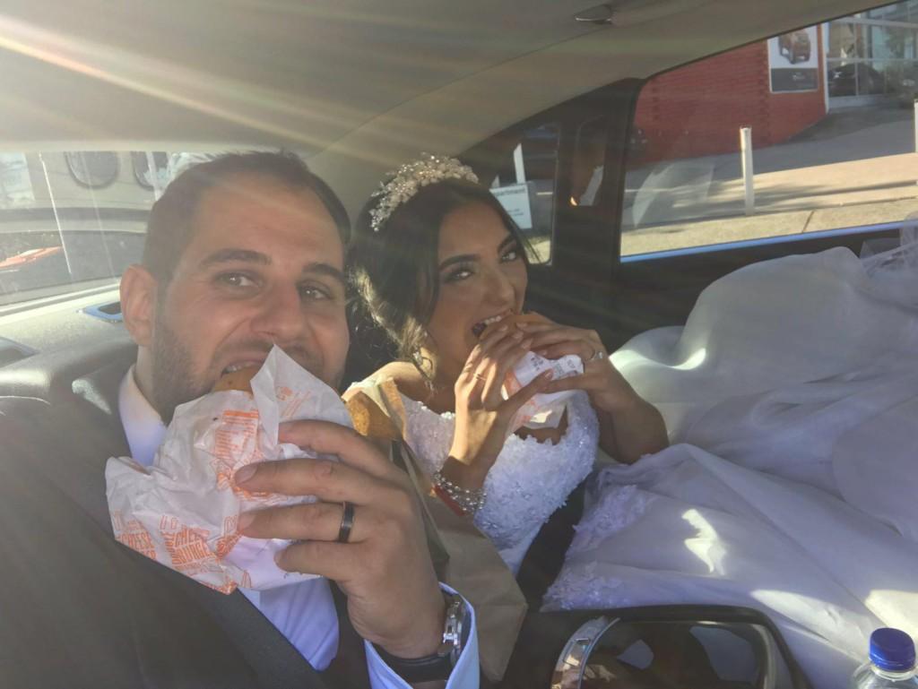 就是愛吃麥當勞!新人婚宴請「300個麥當勞漢堡」招待賓客 全場嗨翻