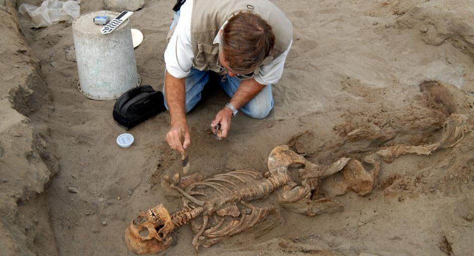 祕魯中世紀最大活童獻祭 「肋骨全被一刀割斷」140童取心臟獻天神