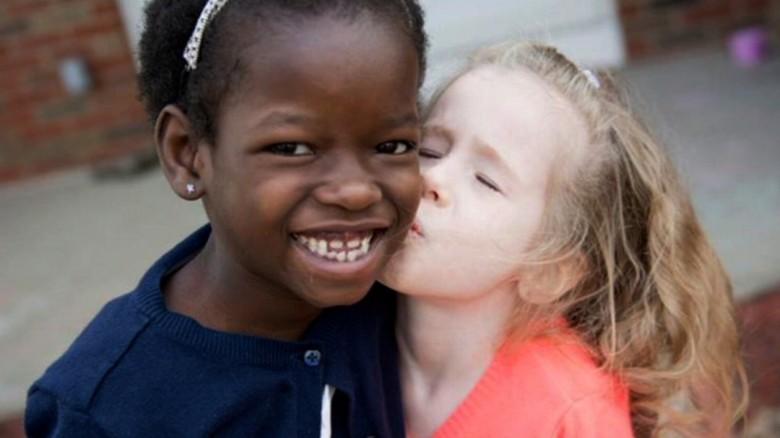好心夫婦領養非洲小孩 聽到孩子說出「第一句英語」:立刻把他送回非洲!