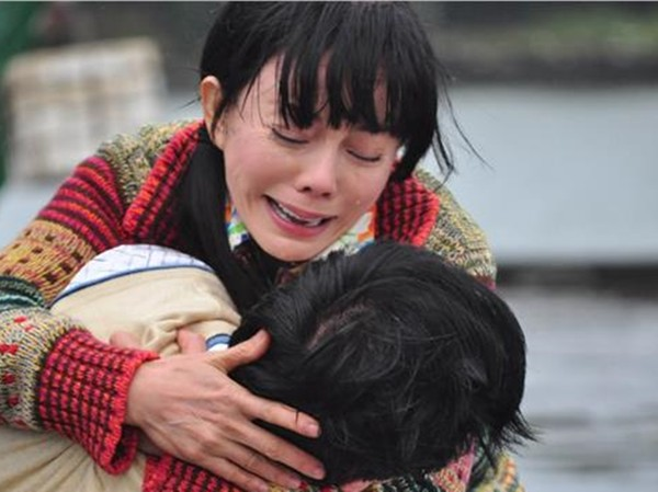 狄鶯飛美救兒子神隱一個月,「25字訊息曝光近況」親姐崩潰:我都不敢打給她!