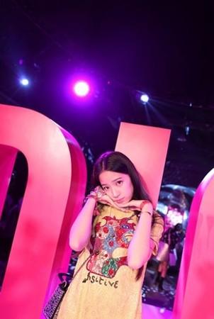 暴風長高!13歲歐陽娣娣「超正濃妝打扮」首度曝光,網友挖出「5年前姐妹合照」驚呆:超越姐姐了!