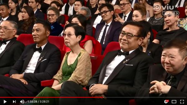 香港電影=中國電影?黃秋生頒獎霸氣開砲「打臉成龍」,網讚爆:專演人渣的英雄!