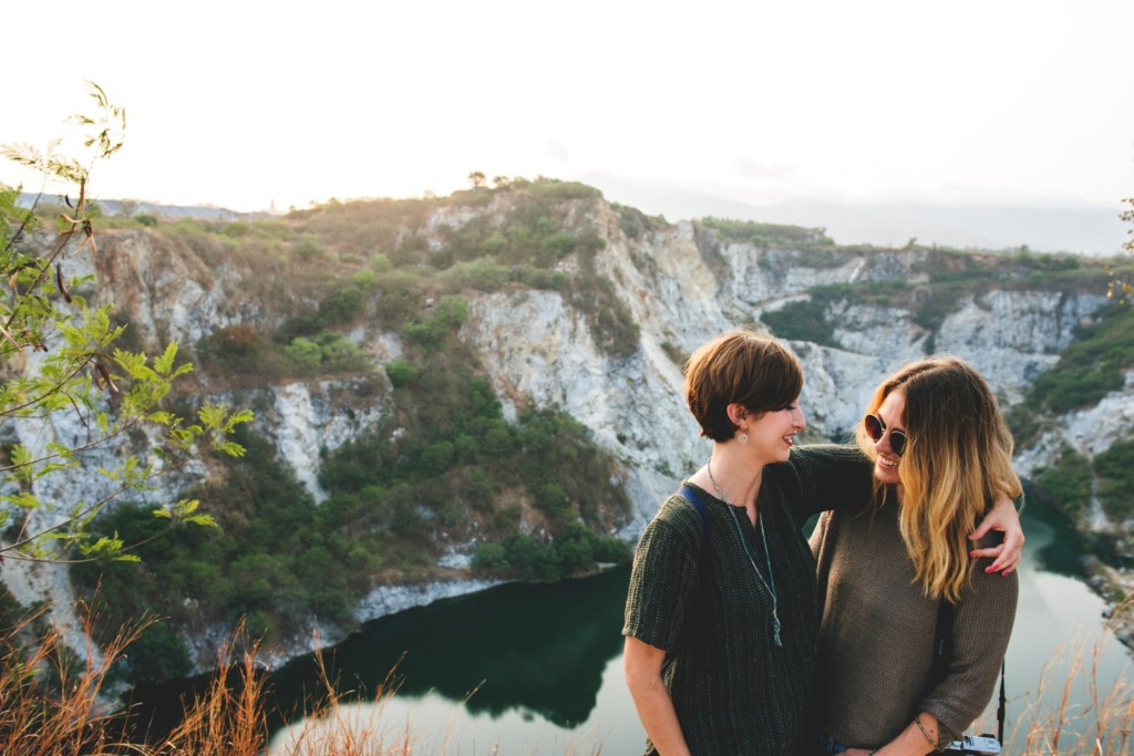 研究顯示女生「愛閨蜜>男友」 坦承:不是什麼話都能跟情人說!