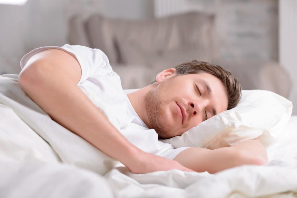 妻突然「無衣」入睡 夫察覺不對勁追問結果綠到發光