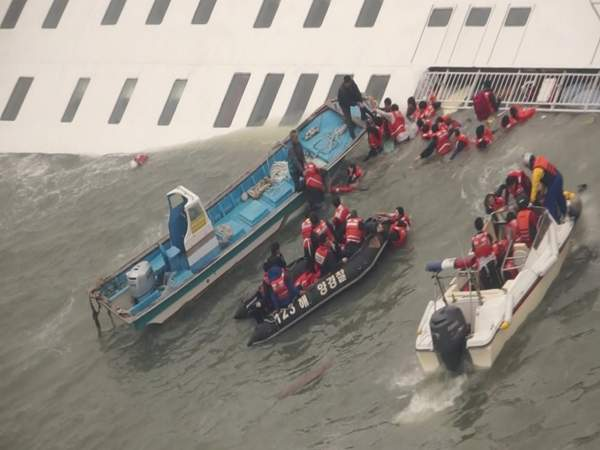 「沒有終點的畢業旅行」一艘輪船帶走300條人命,學生們鏡頭前向父母道歉:我們活著見吧...(影片)