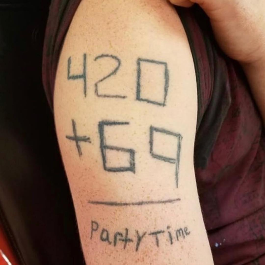 15位可憐網友證明「中二病根本無藥可醫」的天兵刺青照...幫米老鼠QQ