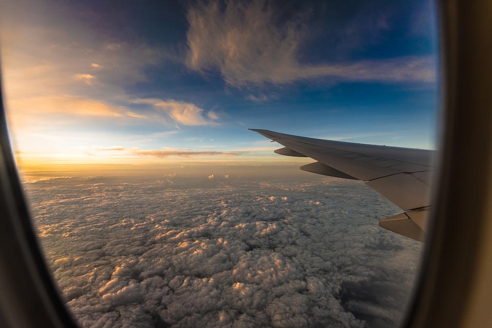 中國年輕機師飛一半突劫機「直接飛往台灣」,乘客飛內陸「卻看到海洋」驚覺不對勁!