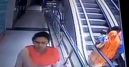 父母搭電扶梯忘情自拍 懷中10月大女嬰「手滑一飛」GG了