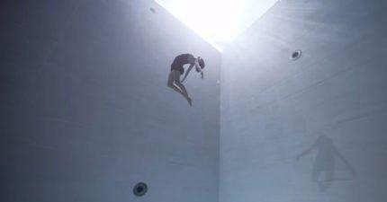 正妹一口氣跳進世界最深泳池 用生命「漫舞6分鐘」最後一幕讓網友都哭了