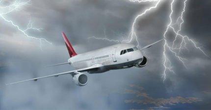 9個搭飛機你所不知道的小知識「雷擊危險嗎?」 機師:這時候飛最沒亂流