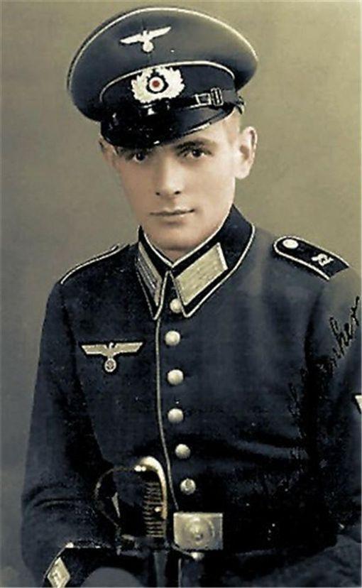 納粹軍服為何那麼「帥」?背後秘密曝光!希特勒:它會讓年輕人義無反顧為軍隊效勞