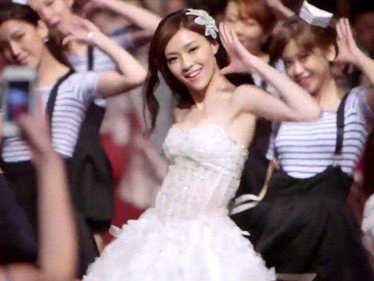 當年「最動感新娘」熱舞爆紅 老公「驚人背景」起底網讚速配!