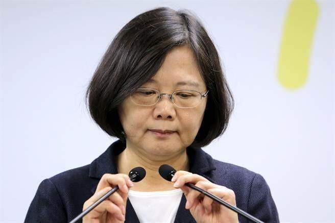 館長嗆蔡英文捐3000萬「台灣人卻餓肚子」 遭段宜康回:沒心沒肺的垃圾