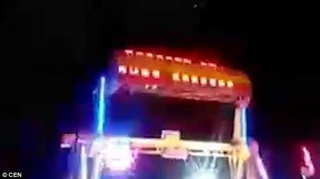 玩命遊樂設施!轉到最高點「安全護欄突鬆開」 母女從10公尺被甩飛