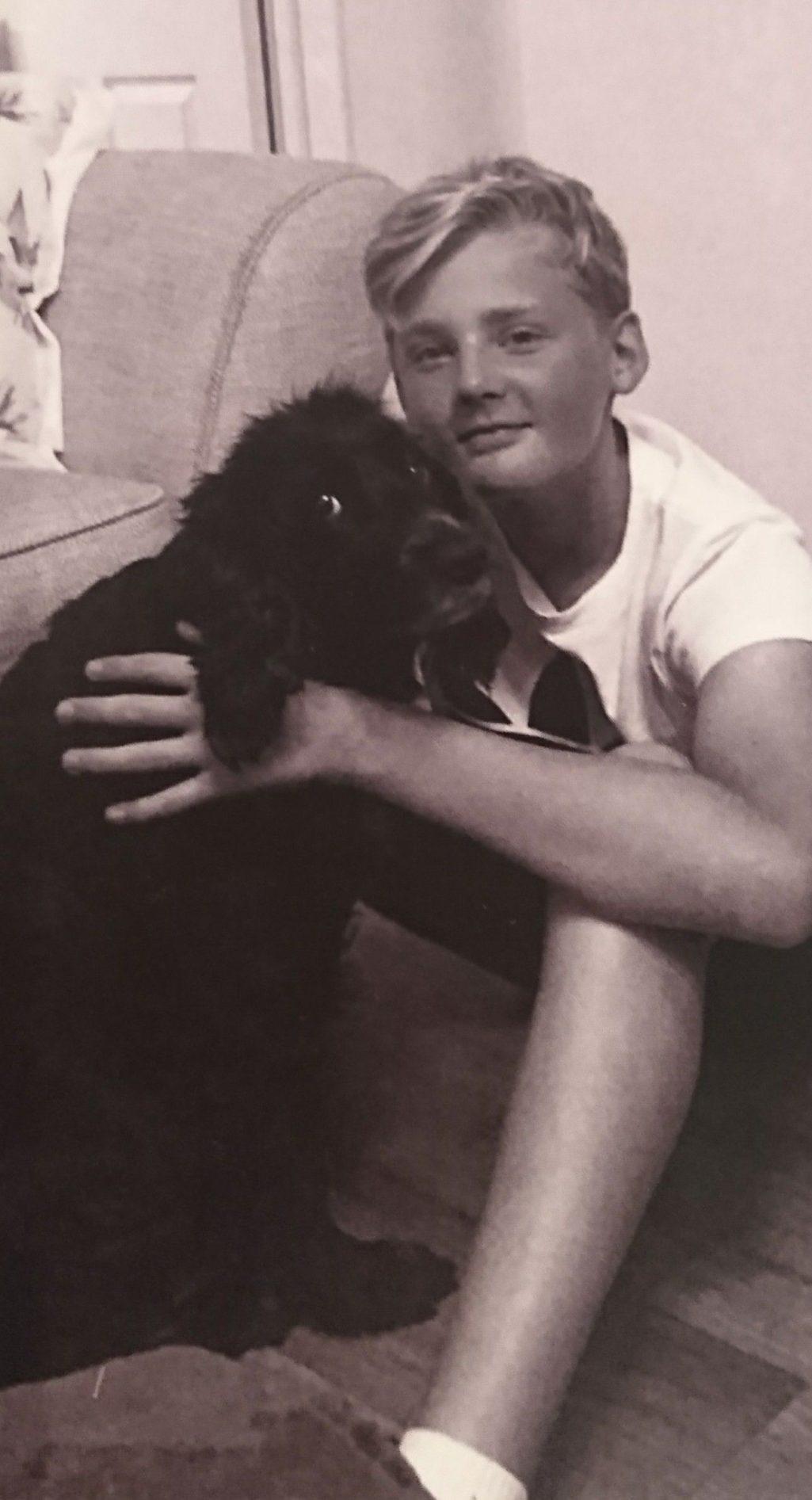 愛犬過世無法走出陰霾 14歲男孩坐在墓前1小時最後「選擇和狗狗團聚」