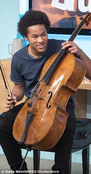 哈利婚禮上19歲鮮肉大提琴師超吸睛 第一拍下去「差點忘記主角是王子啊!」
