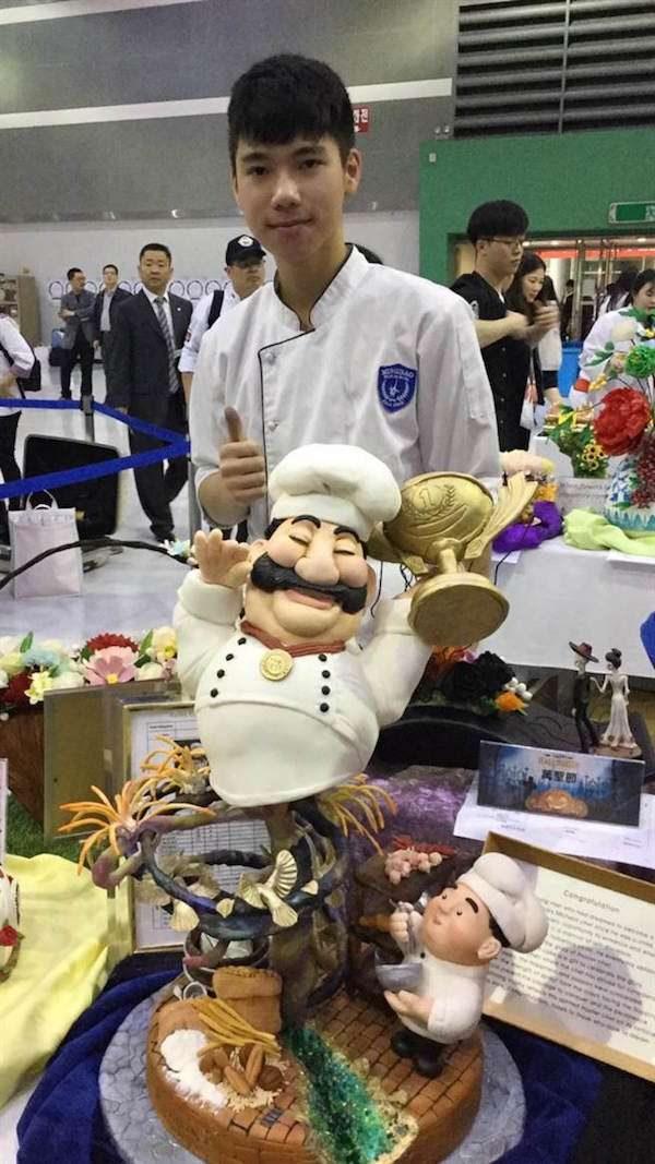每天只睡3小時!台灣高二生做翻糖蛋糕 「睫毛一根根親手植上」抱回世界銀牌