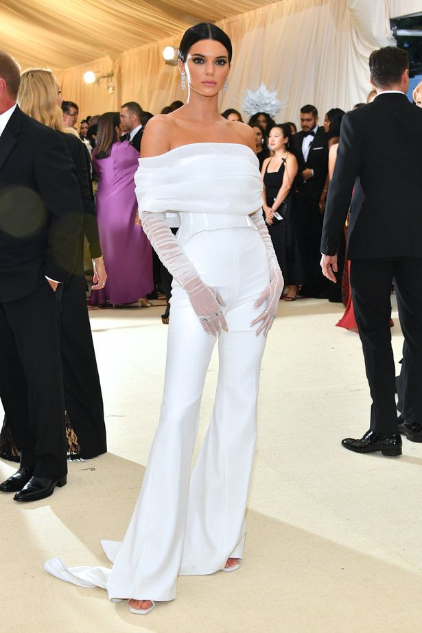 名模坎達兒珍娜被保全擋到鏡頭 一個動作惹怒全網