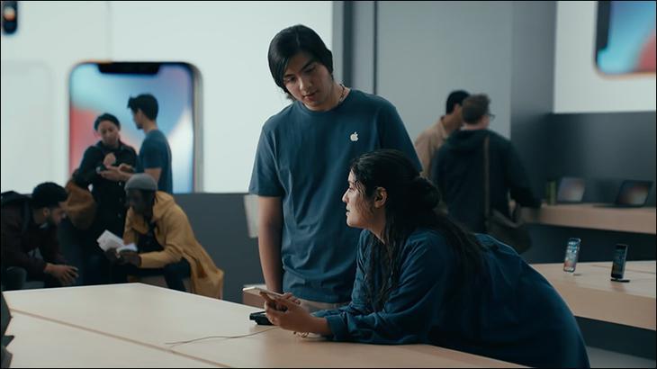 三星再次幹上蘋果!M字瀏海父子現身 狠嗆慢到「讓你像人生失敗組」