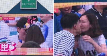 棒球比賽「Kisscam」一被拍到就要親!但差點就發生了不倫戀