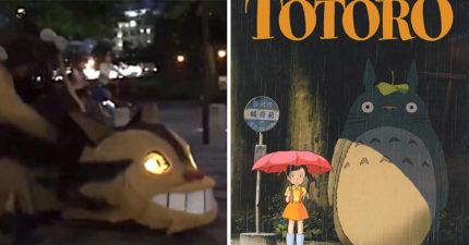 影/《龍貓》貓公車驚現日本街頭 人行道狂奔「眼睛還會發光」路人嚇到定格