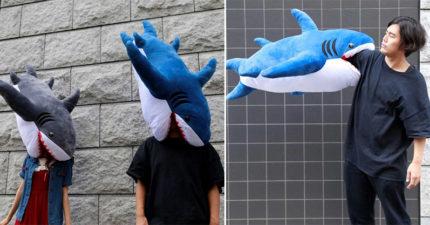 日本推出超獵奇「鯊魚抱枕」 讓你體驗被吃掉的感覺♥