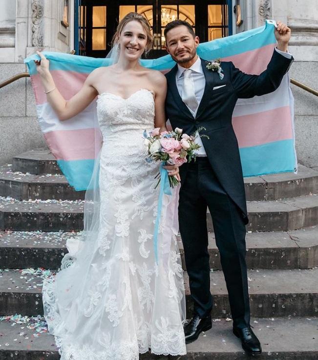 他進到阿富汗戰區驚覺「我應該是女的」 回美後遇見帥氣的另一半:跨性別最美結局