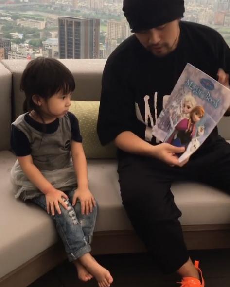 影/周杰倫秀「撩妹新魔術」Mia捧場甜笑 自誇:好厲害!