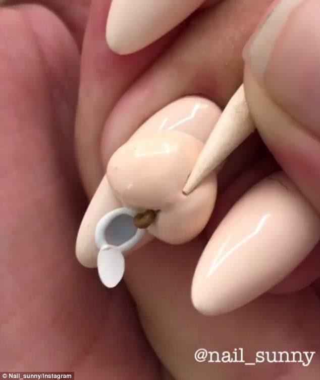 時尚指甲無極限!最新設計「梳子美甲」 5指抓頭直接梳好梳滿