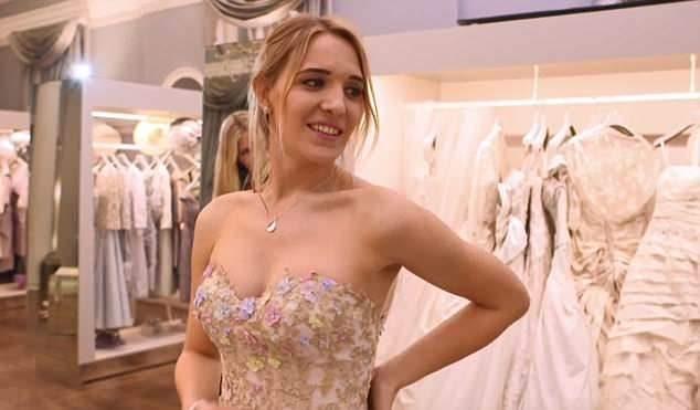 英軍階最高跨性別軍官 愛上「她」披嫁紗邁向幸福殿堂♡