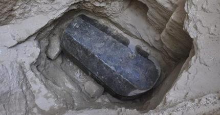 「2000年前埃及巨型石棺」出土!考古學家興奮想打開 網:千萬不要