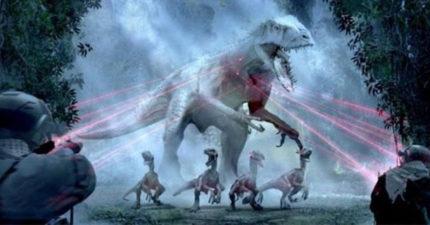 恐龍真的能「擋子彈」嗎? 科學家打臉電影:一般的AK一射就完了