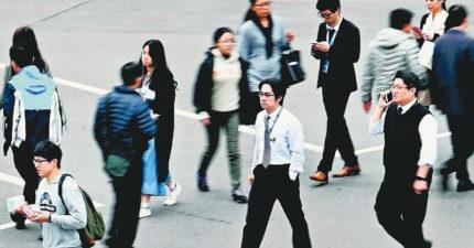 30歲以下的台人「人生絕望到沒得懷疑」 平均薪資低於3萬才是社會真相