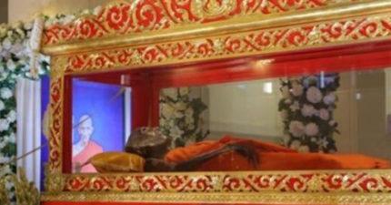 他安詳的像睡著...泰國龍婆圓寂百日 開棺竟沒腐敗「信徒全跪下」