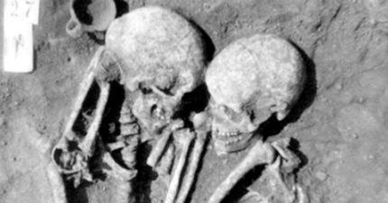 最深情骨骸!埋藏3000年「緊緊相依偎」 看側躺位更噴淚:她自願被活埋