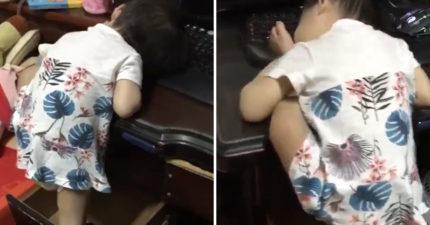 影/軟Q妹「爬桌一字馬」練筋骨 鏡頭一轉狂到笑:睡覺揪4要聞腳腳~