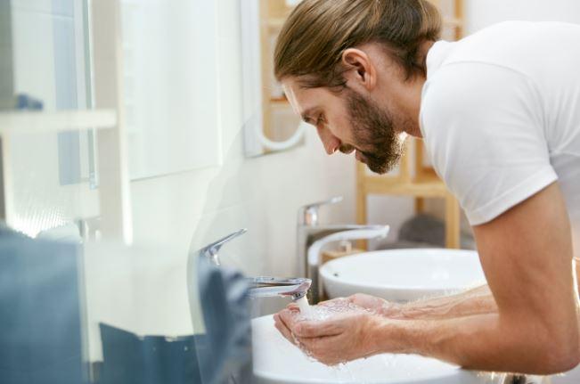 常沾到食物或上廁所沒洗手 研究顯示「鬍子裡暗藏大便」