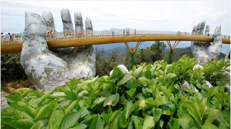 越南百億巨額打造150公尺「巨手黃金橋」 成最熱門打卡景點